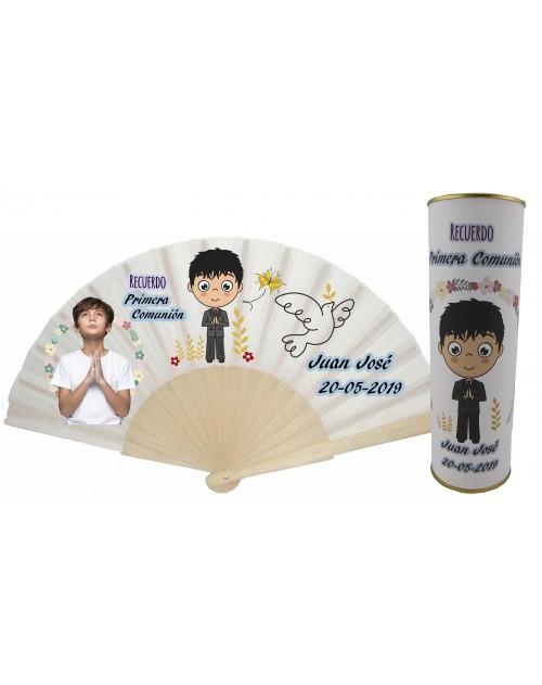 Abanico varillas de madera PERSONALIZADO con foto y texto de Recuerdo Primera Comunion niño rezando y con paloma en lata